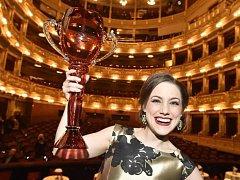 Lenka Pavlovič, která začínala v třeboňské základní umělecké škole, získala cenu Thálie za roli Hortenzie v inscenaci Ples v opeře.