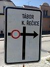 Silnice z Jindřichova Hradce na Kardašovu Řečici a Prahu bude uzavřená kvůli opravě přejezdu na Barboře.