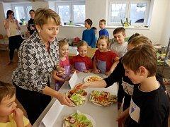 Školáci z Lodhéřova soutěžili ve zdravém vaření.