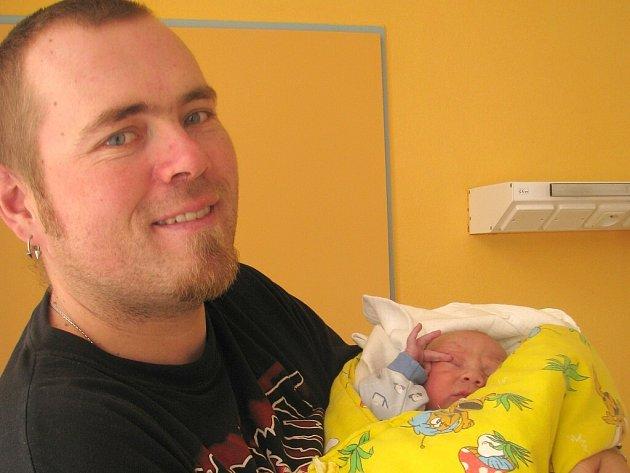 Tomáš Bláha z Nové Bystřice se narodil 7. listopadu 2013 Petře a Ladislavovi Bláhovým. Vážil 3250 gramů a měřil 46 centimetrů.