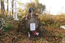 Zapomenuté hroby dostávají jména padlých.