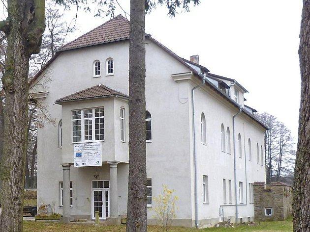 Azylový dům Kokánek v Jindřichově Hradci - stará fasáda
