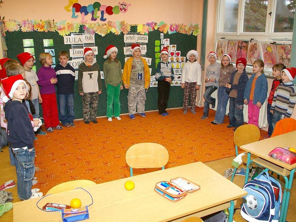 Mikulášská nadílka v 3. základní škole v Jindřichově Hradci.