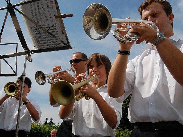 Mezi účinkujícími nemá chybět ani místní žesťový orchestr základní umělecké školy, který zahrál také na dačickém Dni s Deníkem.