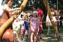 Nové herní prvky si vyzkoušely ve středu poprvé děti z mateřské školy v Plavsku.