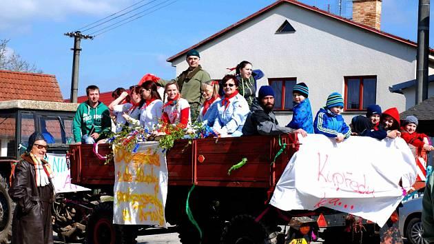 Prvomájový průvod se odehrál v Novosedlech nad Nežárkou.