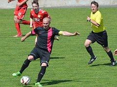 Kapitán Petr Celý by měl být i na jaře jedním z hlavních tahounů dačických fotbalistů.