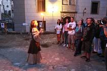 Večerní toulky bájným Hradcem přiblíží historii města.