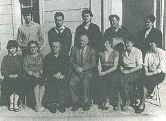 Učitelský sbor ve školním roce 1987-1988.