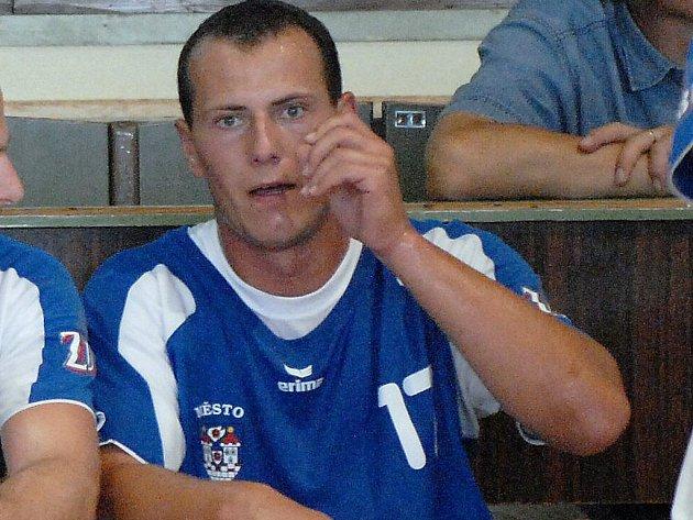 Opora třeboňské Jiskry Martin Mošovský kvůli zlomenině kotníku z utkání proti Jičínu vynechal část uplynulé sezony, ale nyní už je tento  výborný střelec v pořádku a měl by absolvovat celou přípravu na nadcházející extraligový ročník.