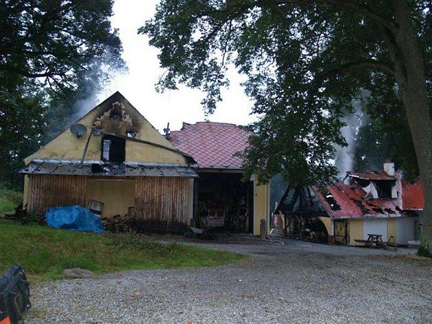Požár bývalé klenovské hájovny.