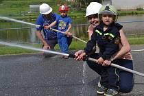 V Peči se k závodům hasičů přidaly i děti.