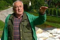 PYTLE S PÍSKEM naštěstí již ve Staré Hlíně nejsou potřeba. Oddechnout si může i Drahoslav Soukup, který v Hlíně bývá hlavně přes léto.