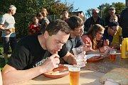 V pátek oslavili v Děbolíně svátek sv. Václava mimo jiné soutěží Děbolínský jedlík.