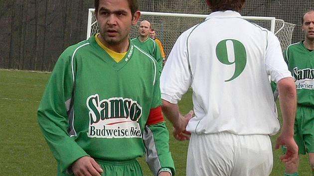 Karel  Loukota přispěl výraznou měrou k vítězství fotbalistů Kunžaku nad Slavonicemi 4:3.  I díky sv
