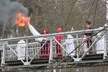 V Jindřichově Hradci může začít jaro. Baráčníci vynesli smrtku z města.