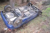 U Děbolína řidička nezvládla zatáčku.