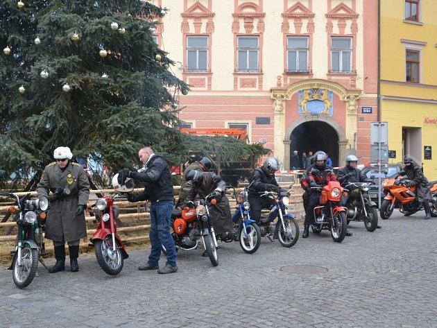 Motosilvestr 2013 měl zastávku na jindřichohradeckém náměstí Míru.