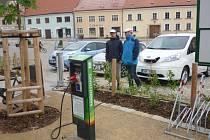 Po Dačicích (na snímku) bude dobíjecí místo pro elektromobily také v Třeboni.