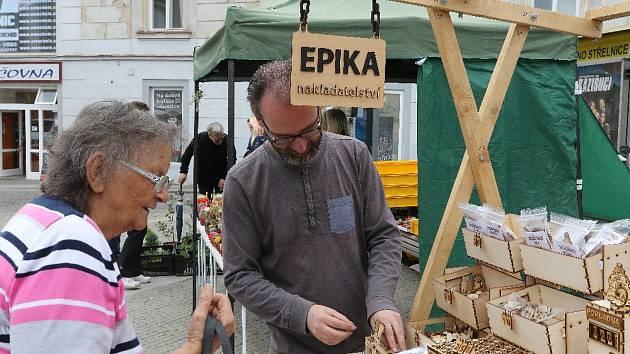 """První """"farmářské"""" trhy roku 2018 v Hradci."""