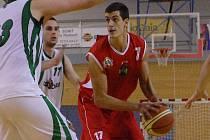 Během víkendových utkání proti Liberci a Trutnovu si odbyl premiéru v jindřichohradeckém dresu 21letý srbský pivot Miloš Drča, který do Lions přišel z  extraligového Brna.