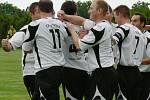 Momentka z rozhodujícího zápasu Třebětice - Chlum (v bílém)  2:1.