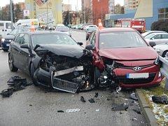 Nehoda na parkovišti u Kauflandu v Jindřichově Hradci.