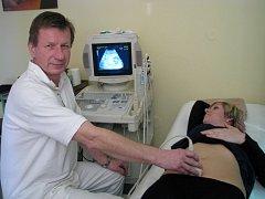 Primář gynekologicko - porodnického oddělení jindřichohradecké nemocnice Pavel Dejmal.