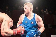 Třeboňský boxer Adam Kolařík zvítězil na šampionátu v Ostravě ve váze nad 91 kilogramů.