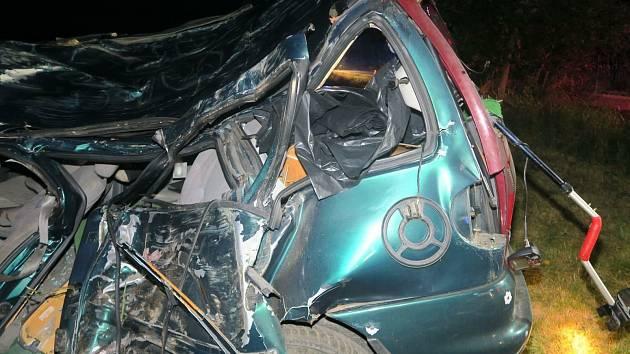 Tragická noční nehoda u Dunajovic z 13. září 2021. Řidič (r. 1968) zahynul po nárazu VW Sharan do stromu.