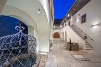 Dům Štěpánka Netolického v Třeboni ožívá výstavou Tři světy Schwarzenberské hrobky.