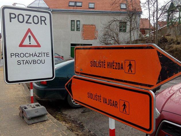 Uzavírka Václavské ulice komplikuje život řidičům ichodcům.