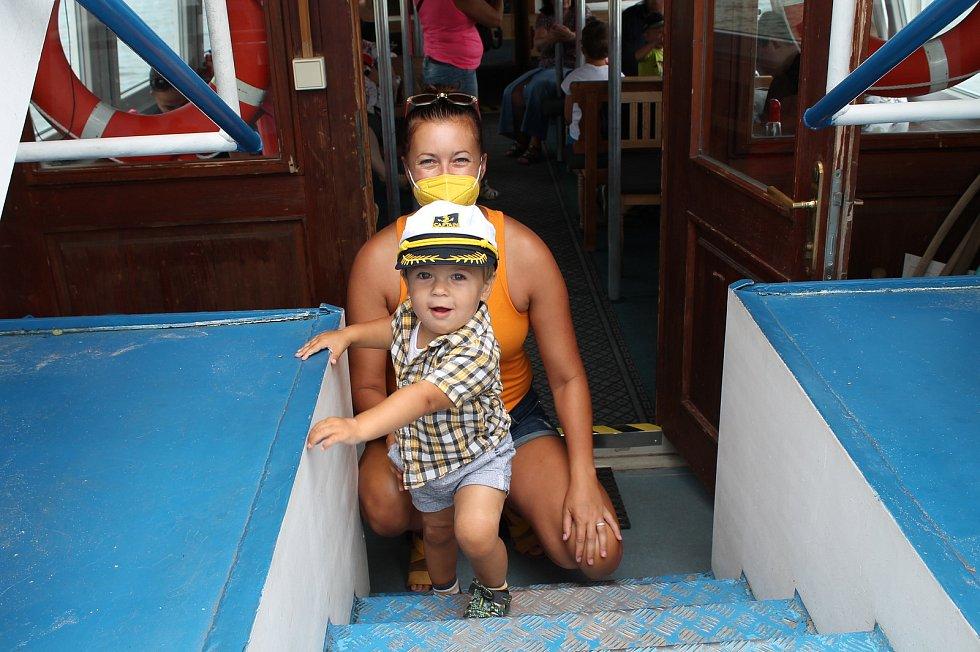 Velice oblíbené jsou mezi návštěvníky Třeboně plavby po rybníce Svět.