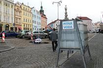 Cisterny s pitnou vodou budou sloužit v centru J. Hradce celou středu.