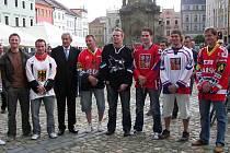 V červnu před dvěma lety se na jindřichohradeckém náměstí Míru uskutečnila autogramiáda slavných odchovanců hokejového Vajgaru.