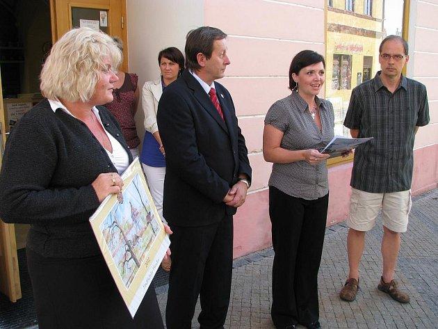 V pátek 30. září pokřtilo vedení města nový městský kalendář pro rok 2012.