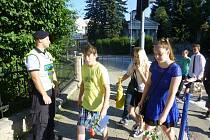 V poslední školní den policisté dohlíželi na bezpečnost dětí u 3. základní školy v Jindřichově Hradci.