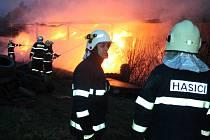 Požár skladu píce u Lišného dvora v Jindřichově Hradci.