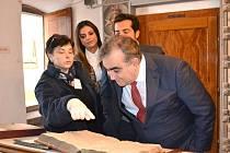 Laděna Plucarová a tajemník pro vědu a techniku státu Minas Gerais Narcio Rodrigues při jeho návštěvě třeboňského archivu..