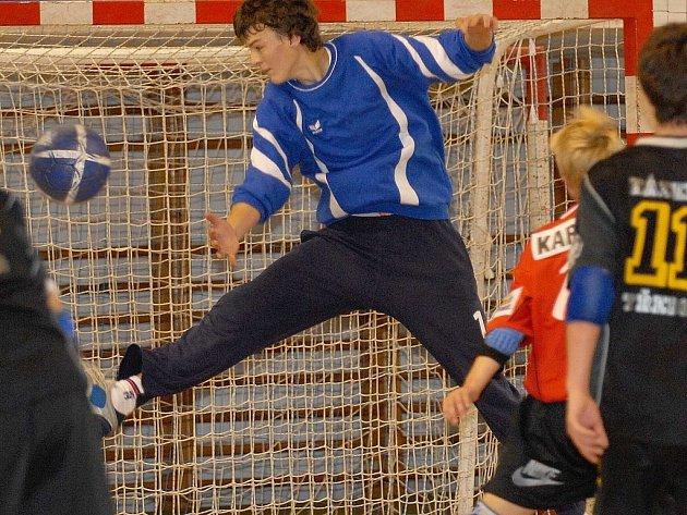 Velkou zásluhu na povedené sezoně Jiskry Třeboň má  i gólman Vít Schams (na snímku), který si navíc ze závěrečného klání odnesl cenu pro nejlepšího brankáře.