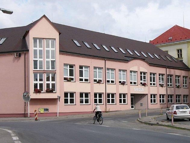 Budova Základní školy v Kardašově Řečici.