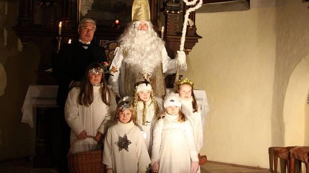 Již v pondělí zahájil vánoční čas v Suchdole nad Lužnicí Koncert k poctě svatého Mikuláše .