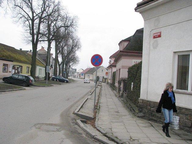 Průtah Suchdolem nad Lužnicí se dočká změn. Nové chodníky si a povrchy si opravdu zaslouží.