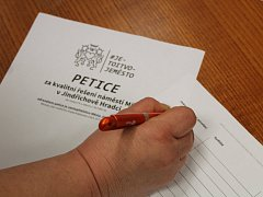 Celkem 865 lidí podepsalo petici proti úpravám náměstí Míru tak, jak je navrhla radnice.