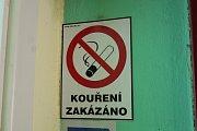 """31. května vstoupil v platnost """"protikuřácký zákon"""". Omezí především restaurace, smí se kouřit už jen na předzahrádkách."""