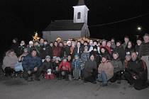 V Hradišti se na Česko zpívá koledy sešlo osmdesát lidí.