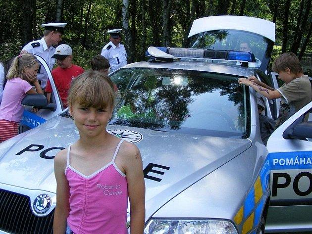Policie na dětském táboře Bílá skála