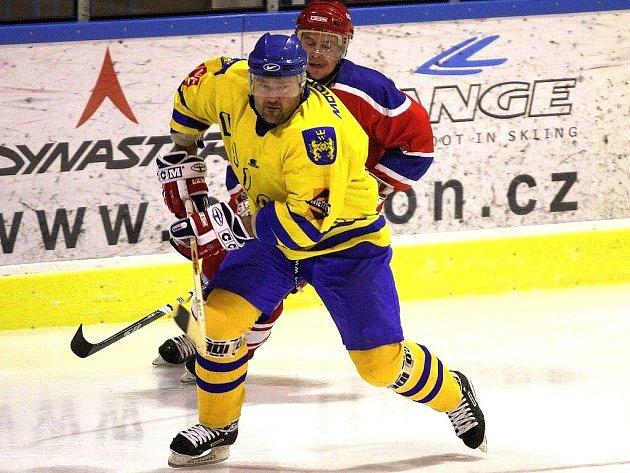 Hokejová II. liga odstartuje 13. září. Ale ani matador v dresu Vajgaru Pavel Bláha zatím neví, zda se J. Hradec představí podle původního plánu na ledě Pelhřimova, nebo dojde k přelosování celé soutěže.