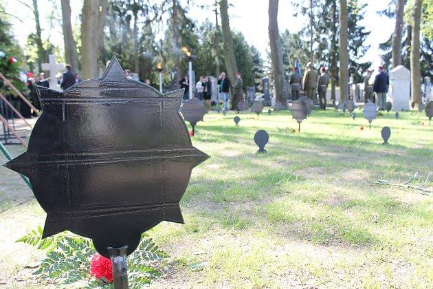 VÁLEČNÉ POHŘEBIŠTĚ na jindřichohradeckém hřbitově se dočkalo rekonstrukce.