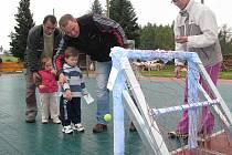 Dětský den ve sportovním areálu a restauraci Bobelovka se v sobotu vydařil. Děti a dospělé od soutěžení venku neodradil ani vytrvalý déšť.